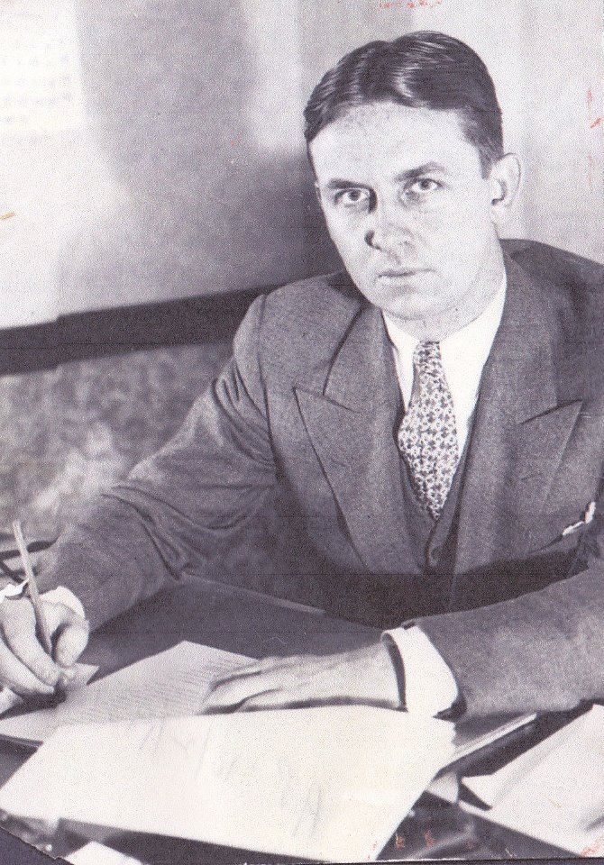 eliot ness Eliot ness was a prohibition agent in chicago, united states (earth one), who fought to take down the devious gangster al capone ness was also opposed by eobard thawne's syndicate and.